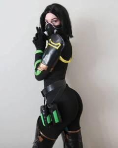 viper-cosplay-(@stpeach)