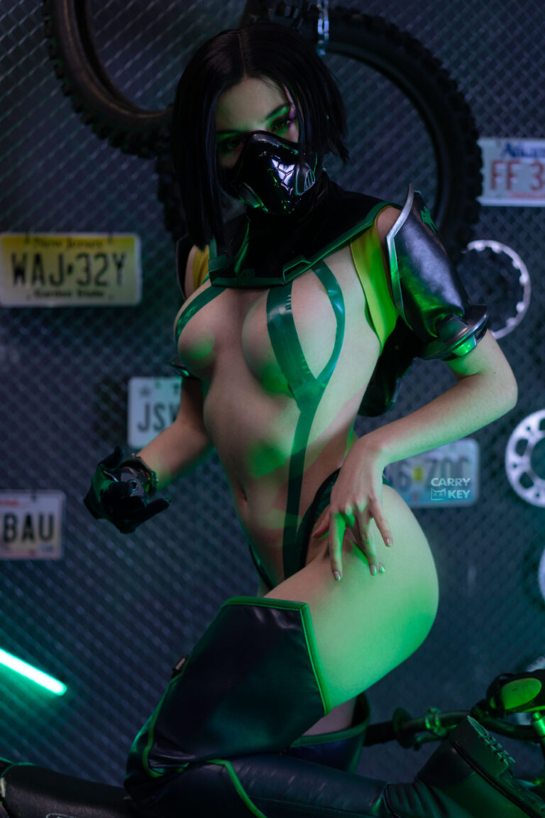 sexy-viper-cosplay-by-carrykey